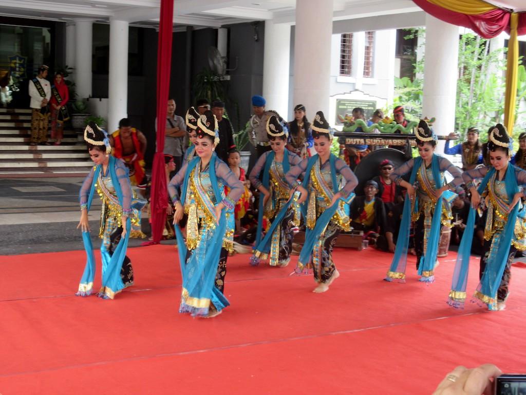 Surabaya Dancers